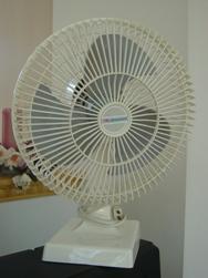 настольный бытовой вентилятор