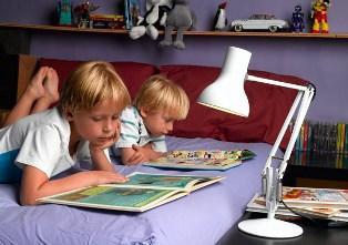 Настольная лампа в детской комнате