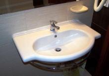 Как избавиться от грибка вокруг ванной и раковин
