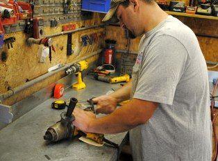 Замена на время гарантийного ремонта электрического инструмента