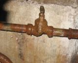 Ржавый налет на водопроводной трубе: как избавиться от коррозии?