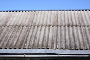 старый шифер на крыше