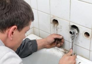 Демонтаж при замене водопроводных труб