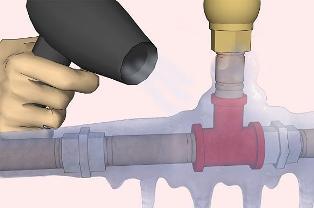 Отогрев замерзшей трубы с помощью фена