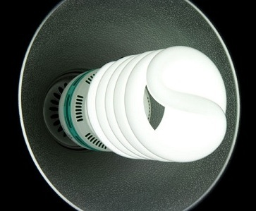 Энергосберегающая лампа в светильнике