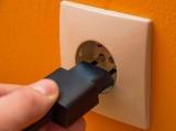 Стоит ли выключать на ночь из розетки сетевые фильтры и блоки питания